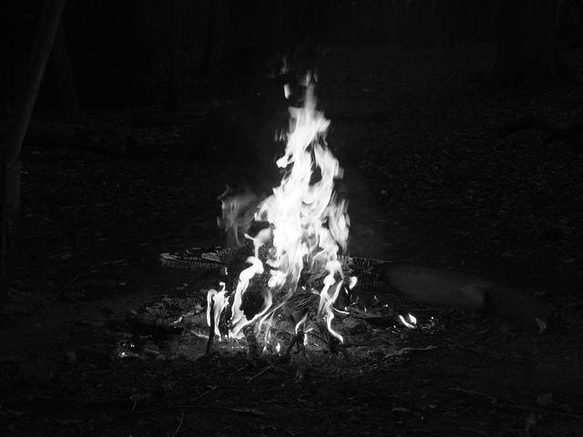 """Képtalálat a következőre: """"fire black and white photography"""""""